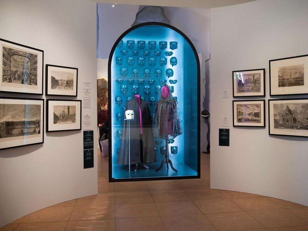 Выставка «Под маской Венеции»