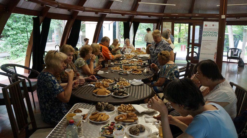 Чаепитие и бисероплитение «День семьи, любви и верности» в парке «Фили»
