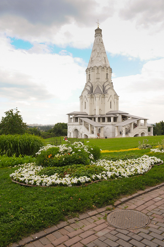 царевна средь русских церквей